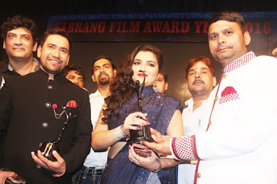 Amrapali Dubey and Dinesh Lal Yadav at Sabrang Samaroh Film Award