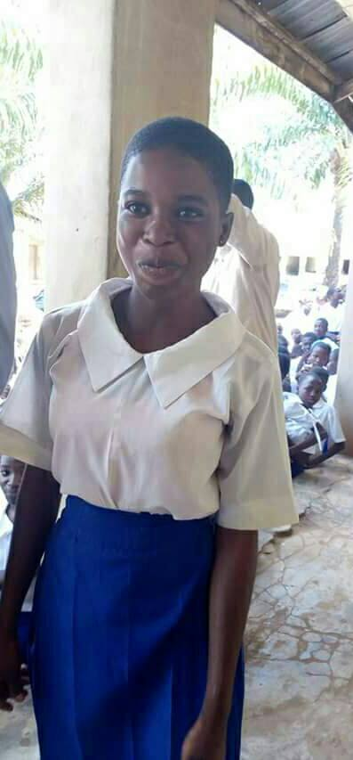 Photos; SS2 Student Finds Purse Filled With Cash On Her Way Home. See What She Did.