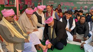 पप्पू यादव ने अनिश्चितकालीन धरने के दौरान किसानों के पांव पखारें, हमारी पार्टी देश के अन्नदाताओं के साथ खड़ी है: पप्पू यादव