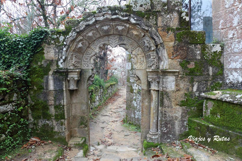 Portada de acceso al monasterio de Sta Cristina