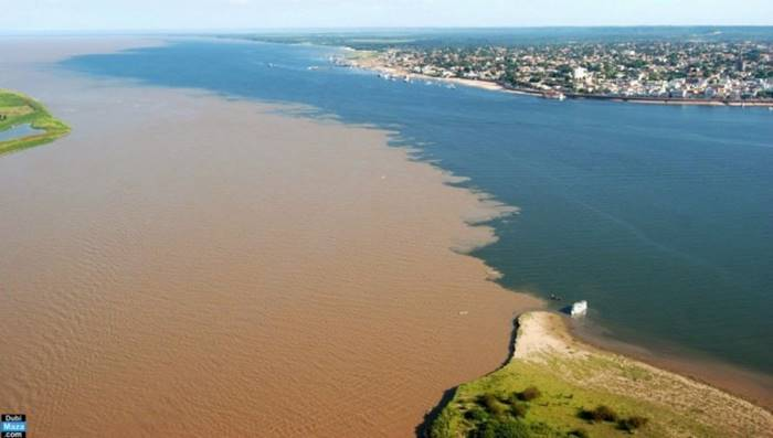 The confluence of the Rio Negro and Solimines rivers near the city of Manaus (Brazil)