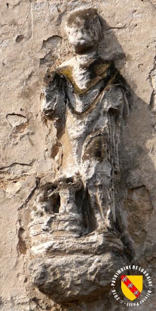 Saint-Nicolas (XVIe siècle) - Colombey-les-Belles (54)  Mutilé, il est inséré dans un mur au 4 de la rue Pasteur