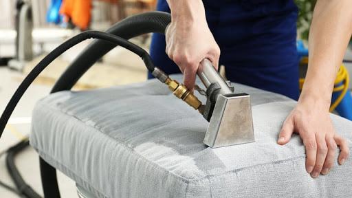 Consejos y trucos para limpiar tus sofás?