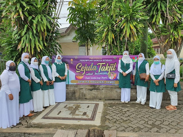 Peringati Hari Kartini, Perempuan Bangsa Jambi Sebar Takjil Untuk Warga