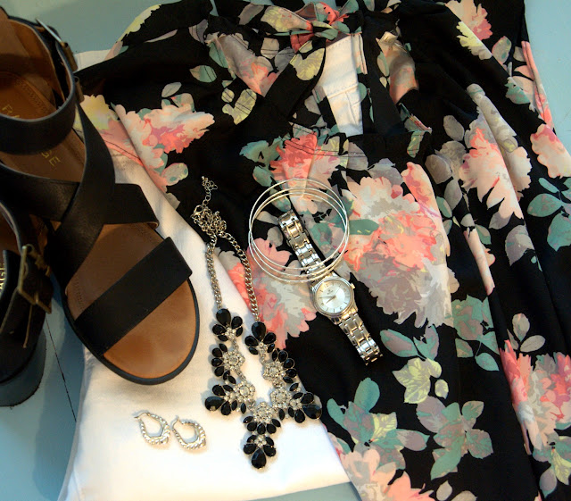 black chunky sandals and pretty accessorites