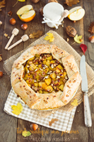 http://moi-gourmande.blogspot.fr/2017/11/tarte-rustique-aux-pommes-miel-noix-et.html