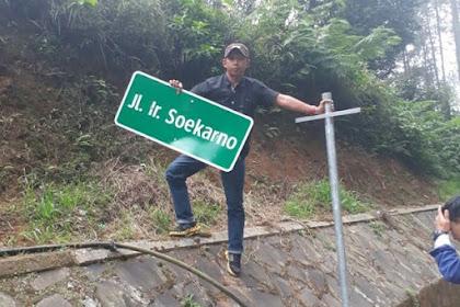 Warga Lembang Turunkan Pelang Nama Jalan Ir Soekarno, Dulu Namannya Jalan Tangkuban Perahu