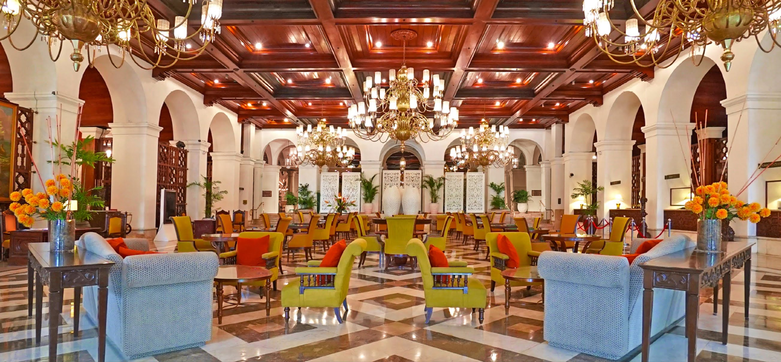 The Manila Hotel's Lounge Reopens.