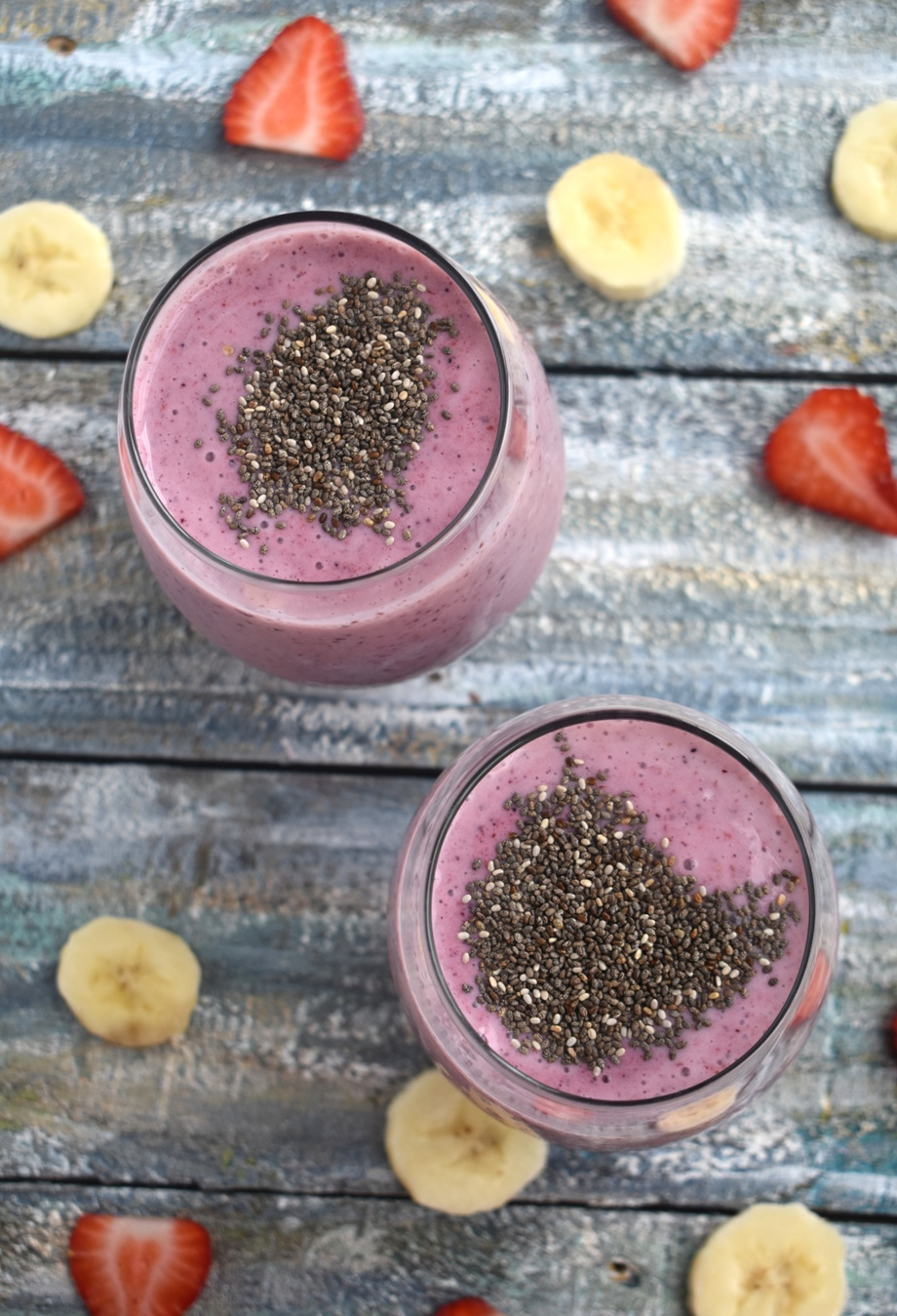 Pregnancy Superfood Smoothie is loaded with nutrients for a healthy mom and baby including berries, banana, Greek yogurt, chia seeds and peanut butter. www.nutritionistreviews.com