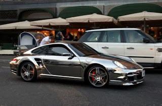 Porsche Auto de lujo cromado