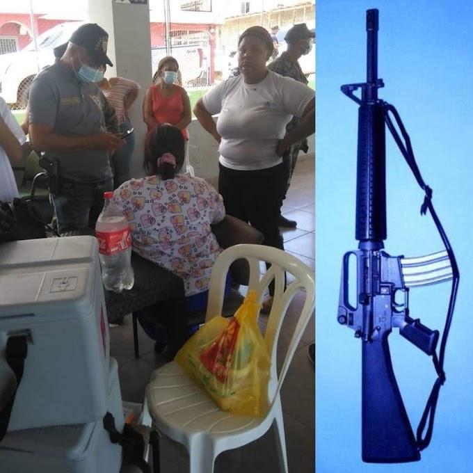 Dos delincuentes armados asaltan puesto de vacunación en Puerto Plata y despojan militar de un fusil