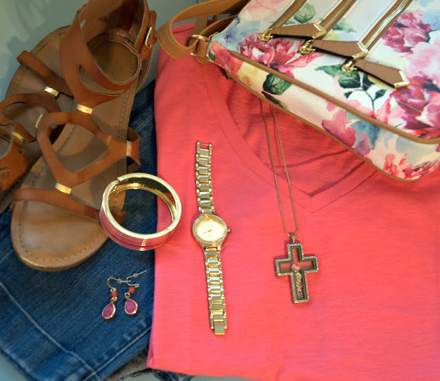 pink tee and skinny jeans