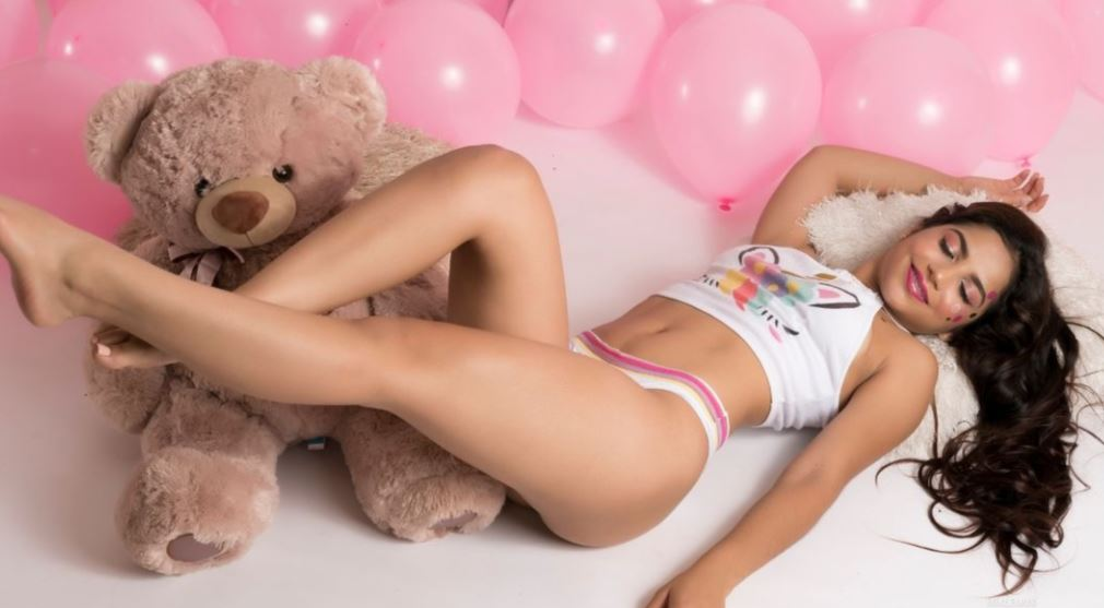 https://www.glamourcams.live/chat/MiaLemus