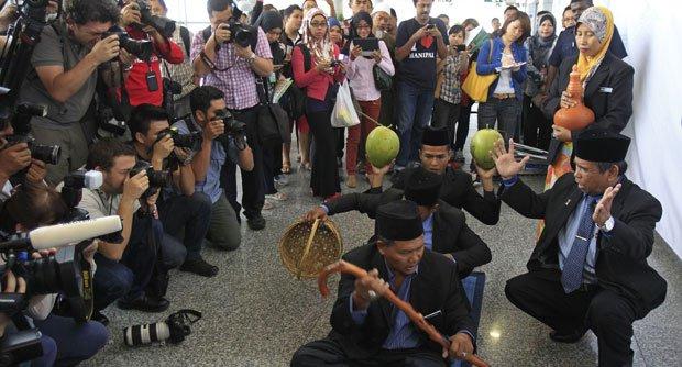 Siapa yang mengarahkan Raja Bomoh Malaysia