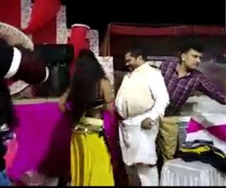 गोपालगंज के भाजपा नेता का डर्टी डांस करते वीडियो वायरल, नर्तकी के साथ लगाते दिखे ठुमके