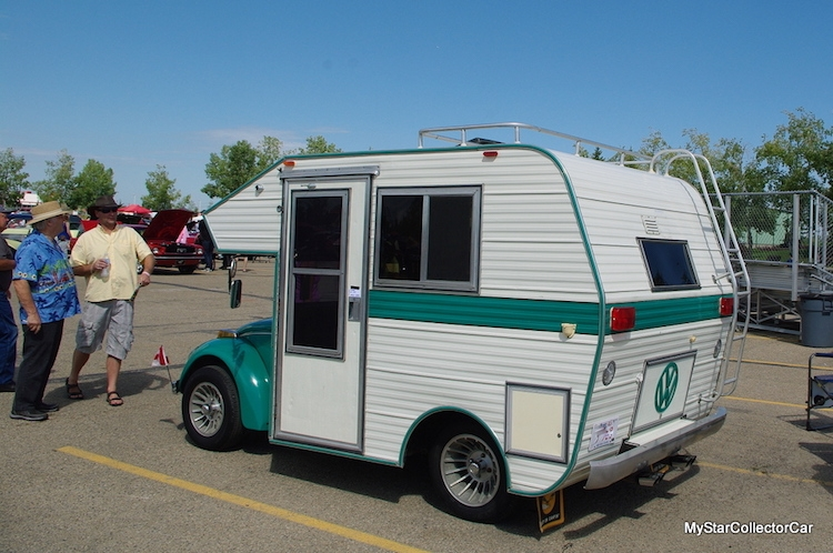 04-Tiny-Home-with-the-1970s-Volkswagen-Beetles-Bug-Campers-www-designstack-co