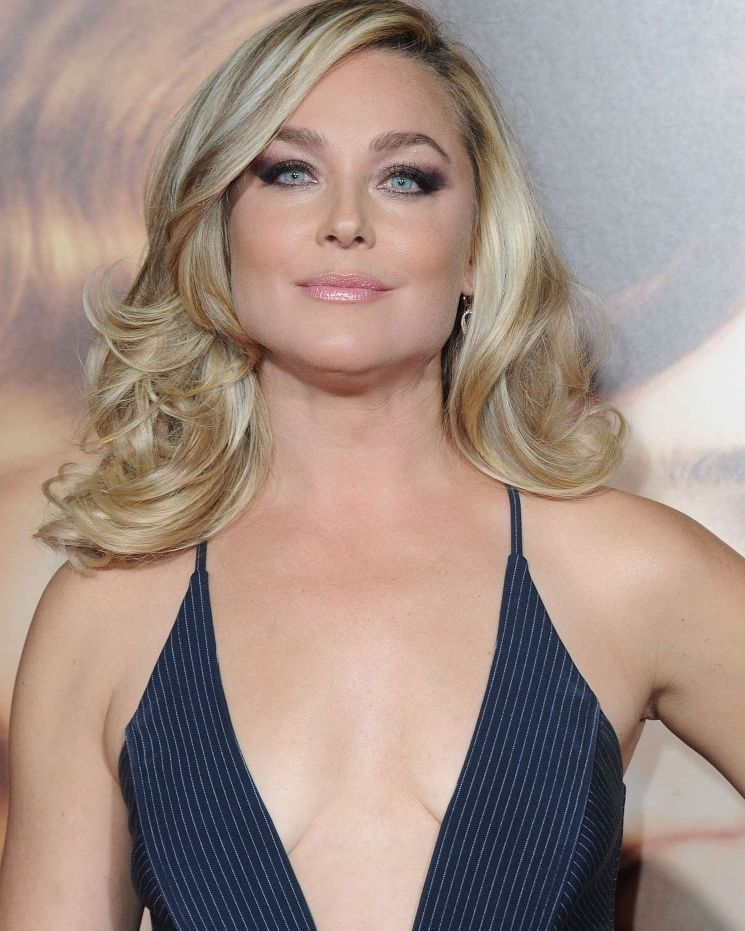 Elisabeth Rohm Hot Photo