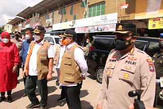 Kapolresta Barelang Dampingi Kepala BNPB RI Tinjau Posko PPKM Level 4 di Baloi Permai