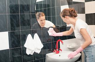 Pergunakan cairan pembersih dengan aroma yang harum atau netral