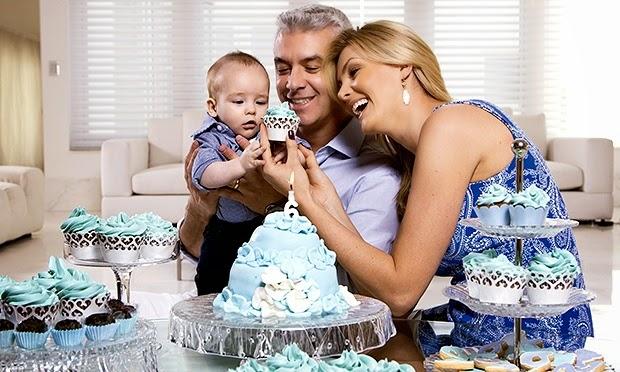 3b4adb1a3a807 Ana Hickmann News  Ana Hickmann posa com o filho   A maternidade traz o  melhor da gente