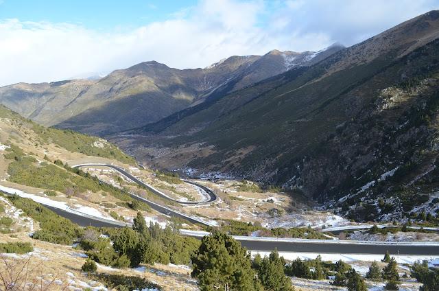 Estrada para chegar na estação de esqui