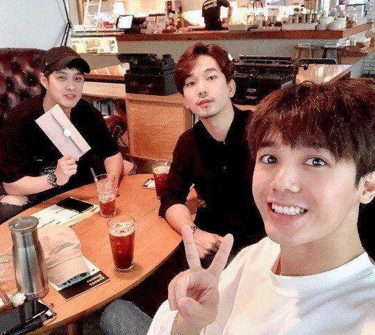 GO, düğün davetiyesini vermek için MBLAQ üyeleriyle buluştu
