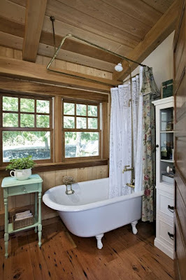 Wooden cottage small bathroom idea