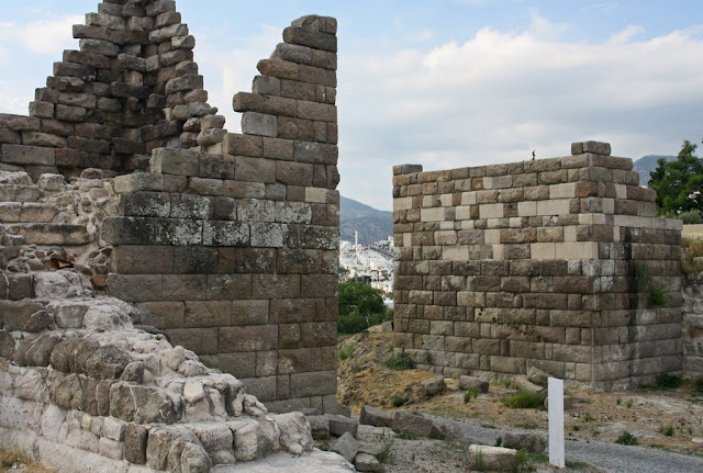 Illegal excavations stir reaction in ancient Myndos