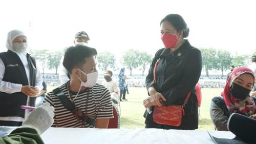 Puan Tinjau Vaksinasi di Surabaya, Kesan Warga: Figur Mengayomi dan Peduli Rakyat