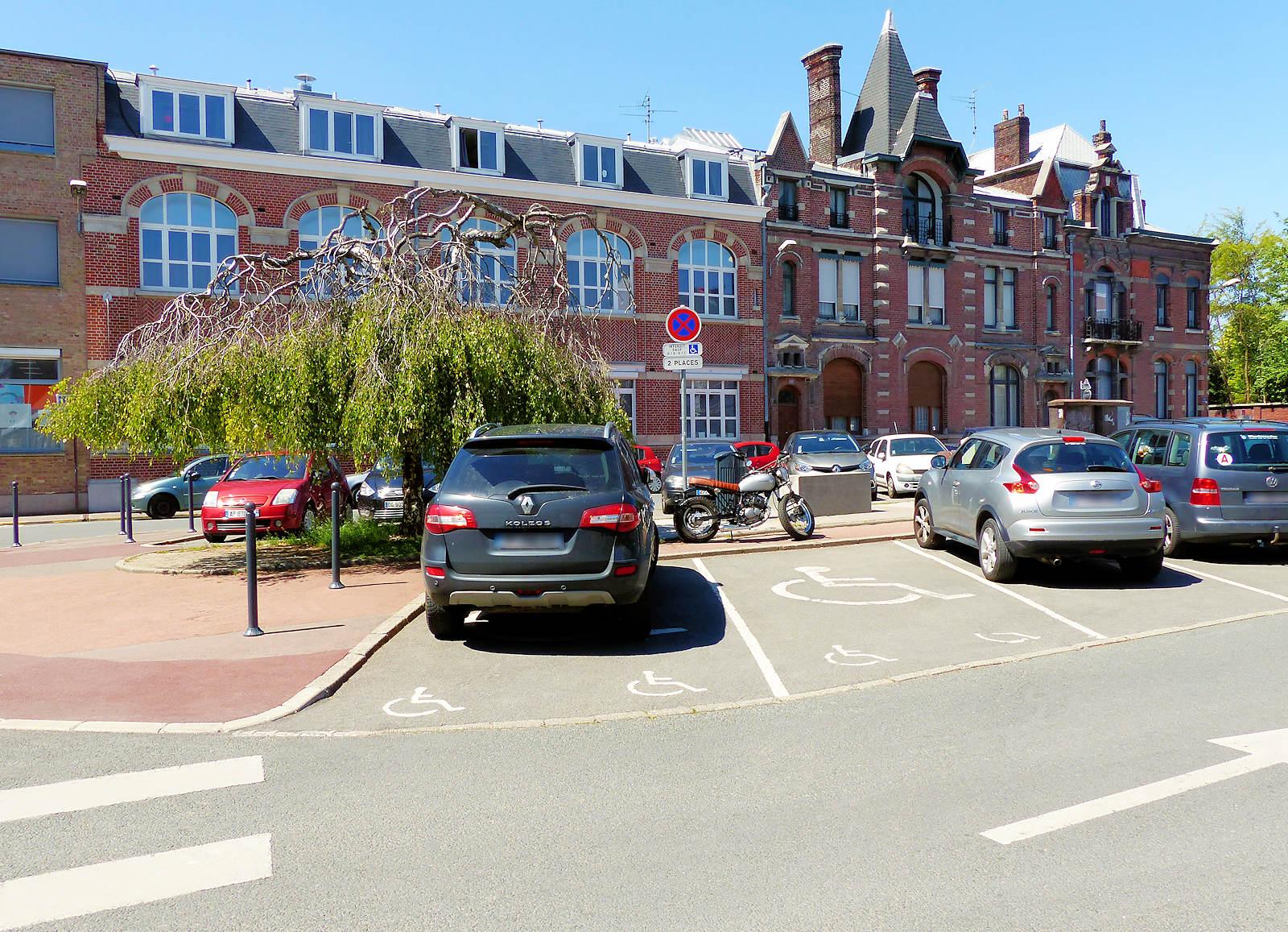 Stationnement Tourcoing - Place du Théâtre, places handicapés