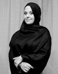 Carley Watts, Model Lingerie Yang Risikonya Memeluk Islam
