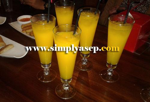 ORANGE JUICE: Feels like fresh, real orange, here's the orange juice. Photo of Asep Haryono