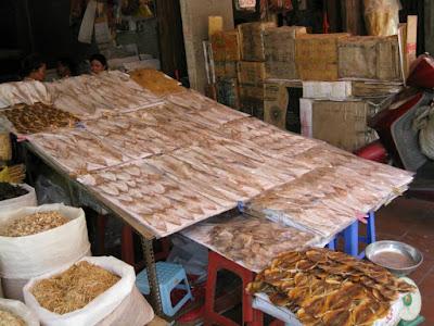 ハノイのドンスアン市場の周辺