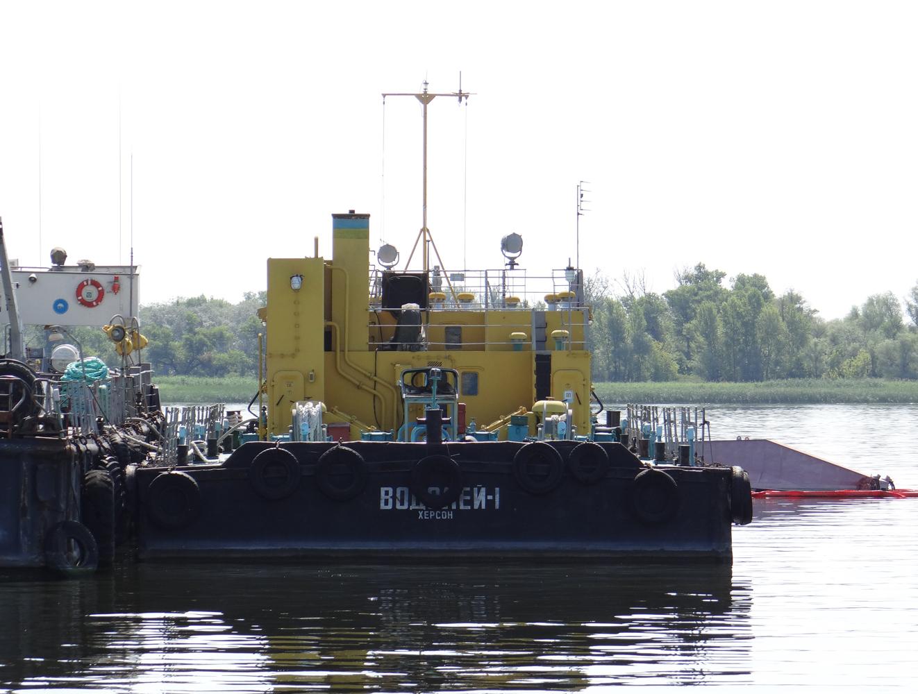 Рейдові несамохідні наливні баржі проекту 20641