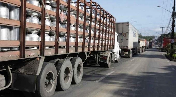 Mesmo com apelo de Bolsonaro, caminhoneiros continuam com bloqueios em 16 Estados