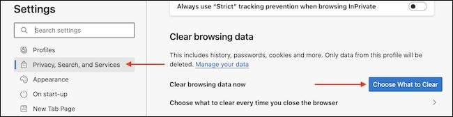 """من قسم """"محو بيانات التصفح"""" في """"الخصوصية والبحث والخدمات"""" ، انقر فوق الخيار """"اختر ما تريد مسحه""""."""