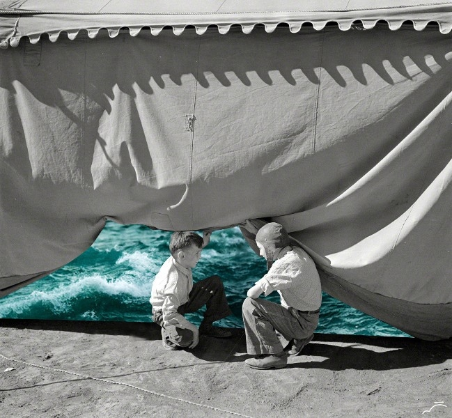 05-Tent-Merve-Özaslan-Natural-Act-Photographic-Collage-Humans-with-Nature-www-designstack-co
