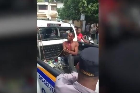 VIDEO: Moradores de Las Palmas de Herrera agarraron un ladrón que hirió a una mujer