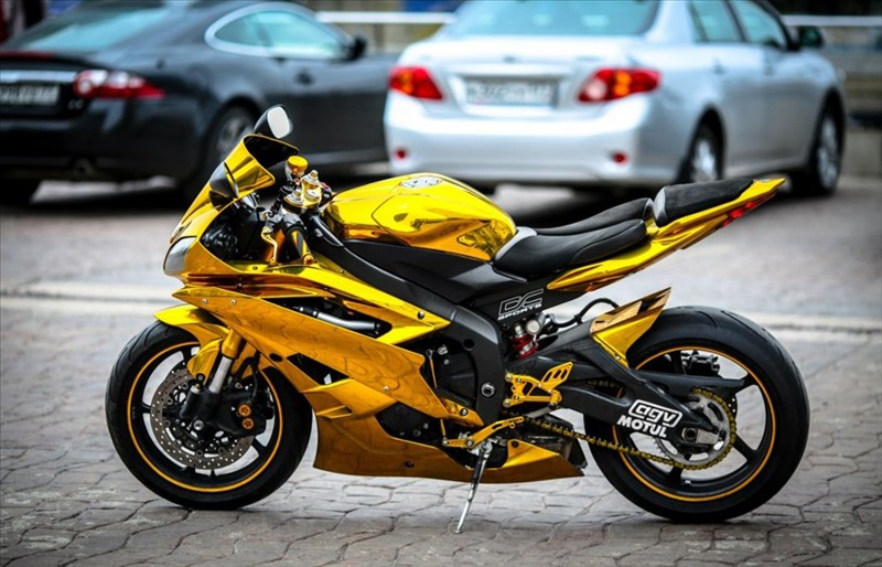 Sportbike Yamaha R6 Gold Chrome Batman 001