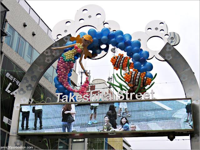 Pantalla de la Puerta de la Calle Takeshita en Tokio