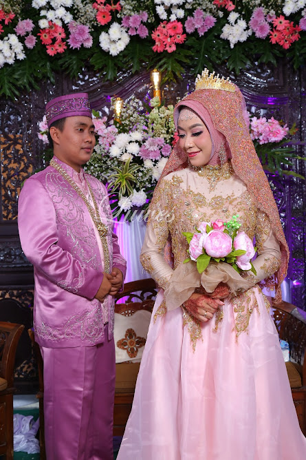 Resepsi pernikahan muslim dengan hijab