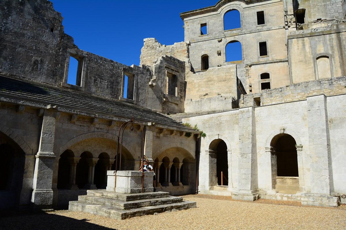 cloître de l'abbaye de Montmajour