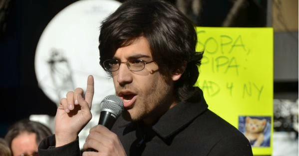 Aaron Swartz: el joven que murió tratando de liberar el conocimiento académico del mundo. B7B4np2CAAAhAkO