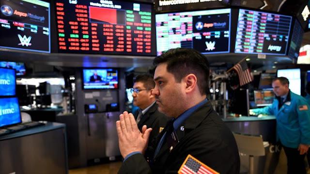 Wall Street cae mientras EEUU se convierte en epicentro de COVID-19