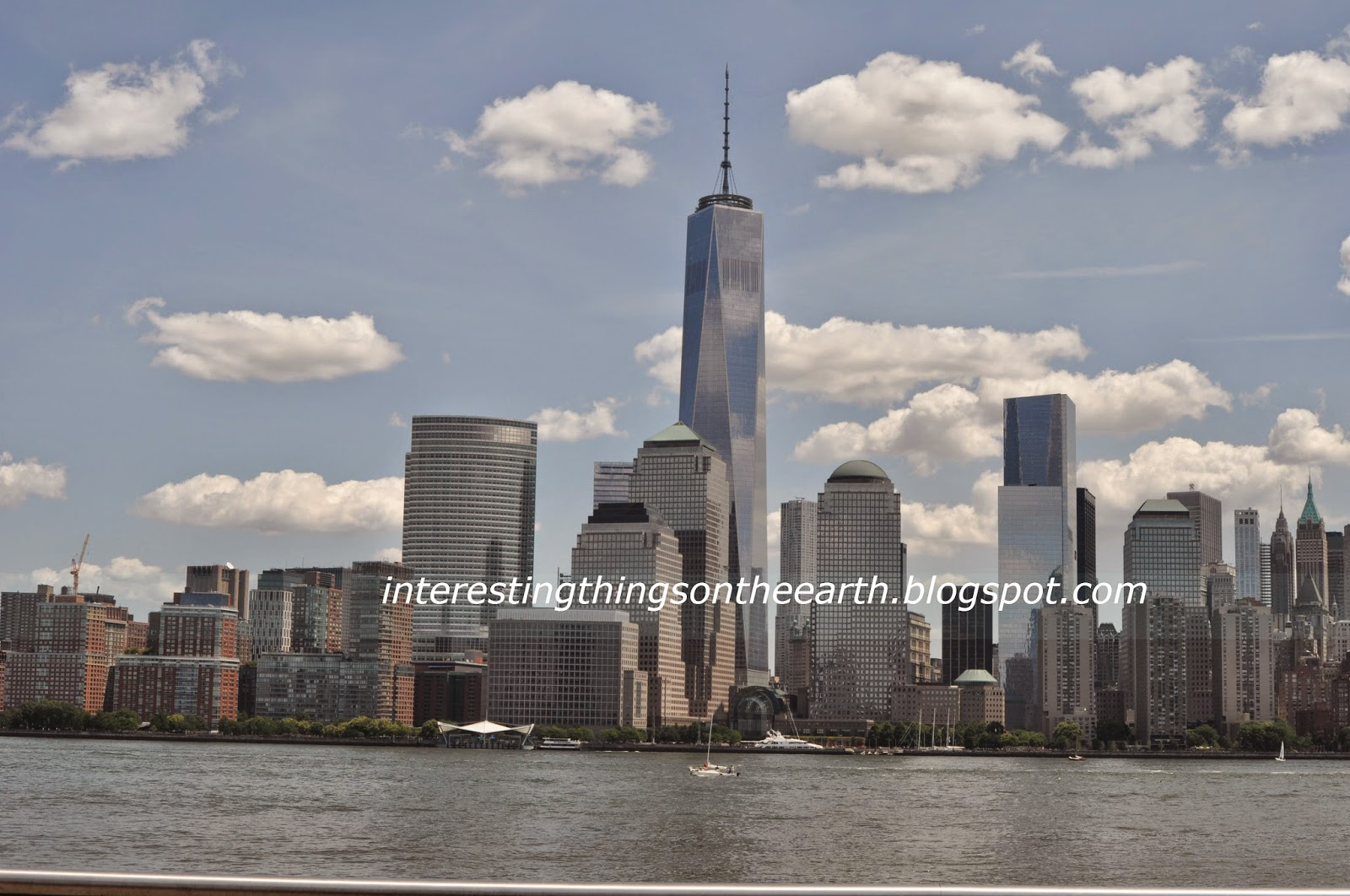 photo essay of walking along the hudson river in jersey city  skyline of manhattan from jersey city