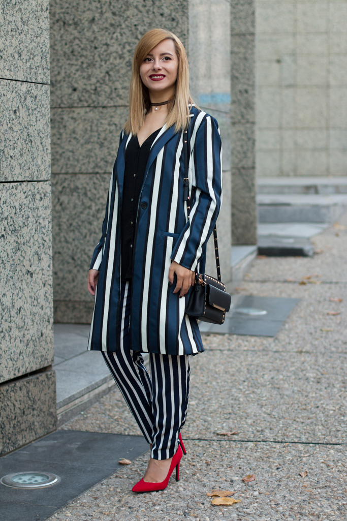 how to wear the striped blazer