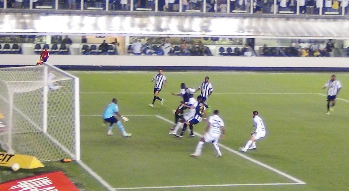 490ccf8855 Ronaldo Mendes fez bela jogada e achou Igor sozinho pela direita. O lateral  invadiu a área e cruzou rasteiro