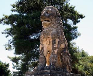 Οι τέσσερις Λέοντες στο Μαραθώνα, στις Θεσπιές , στην Χαιρώνεια και την Αμφίπολη. Τι τους συνδέει;