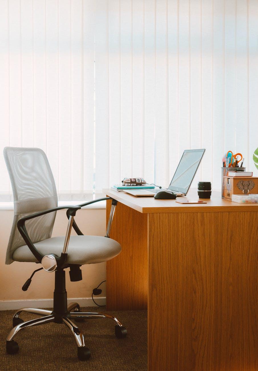 cara-meningkatkan-pencahayaan-di-ruang-kerja