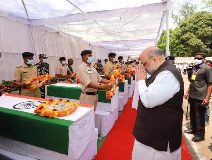 Chhattisgarh में नक्सलियों का सामना करते वक्त शहीद हुए बहादुर सुरक्षाकर्मियों को जगदलपुर में श्रद्धांजलि